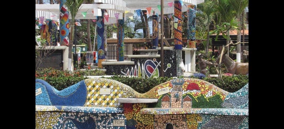Nat Moraga's El Parque de los Azulejos
